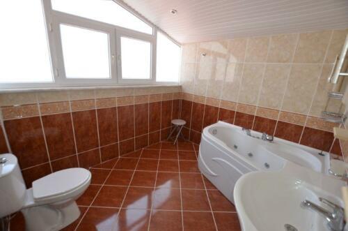 Badeværelse til første sal med Spa