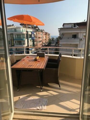 Balkonen med parasol